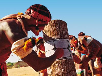 Préparation du Kuarup en Amazonie