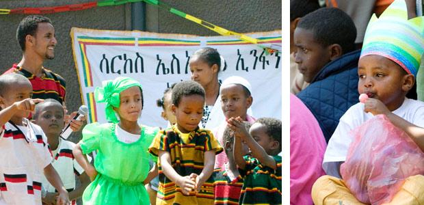 Certains enfants font le spectacle pendant que d'autres savourent les friandises
