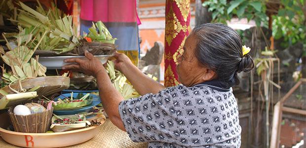 Les Balinais élèvent des autels où ils vénèrent les ancêtres divinisés.