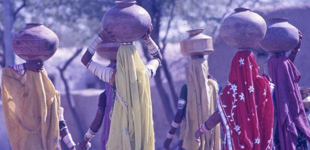 Femmes porteuses d'eau