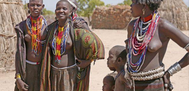 Les femmes du village très souriantes