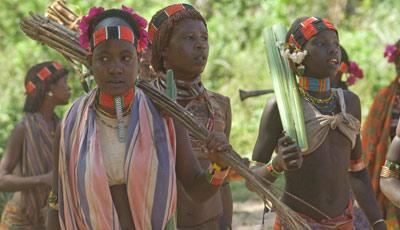 Les jeunes filles Hamer prennent les armes