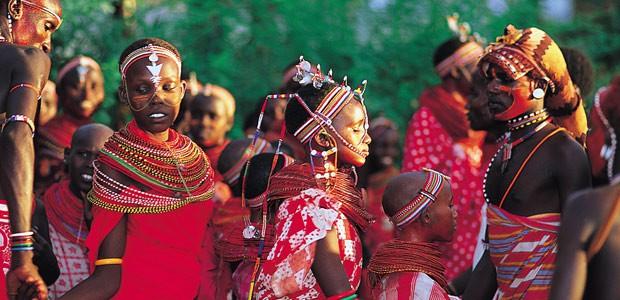Un groupe de jeunes danseurs Samburu
