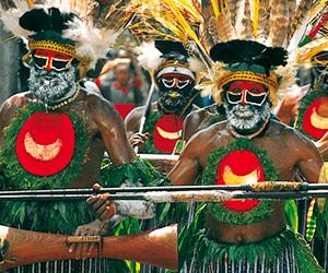 Un groupe de musiciens papous