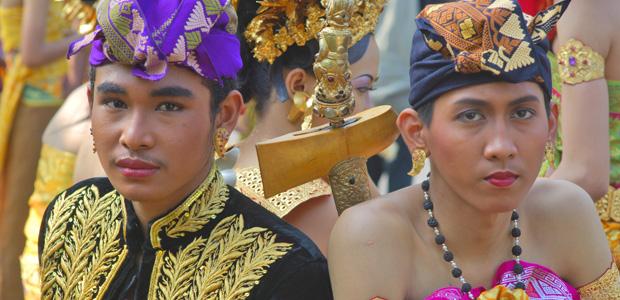 Deux guerriers au poignard doré