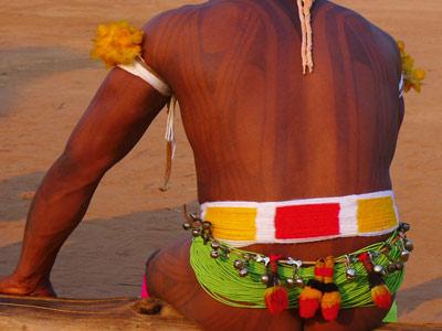 huka-huka-ceinture-lutteur-kuarup-amazonie
