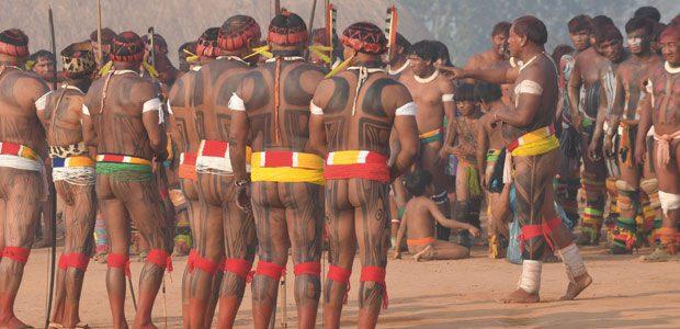 Les lutteurs se rassemblent pour le Huka-Huka