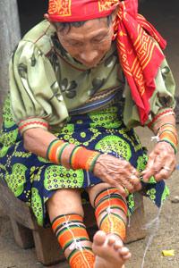 Indienne Kuna au tissage