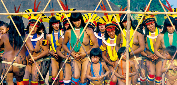 Les Indiennes Kuikuro se mettent en marche