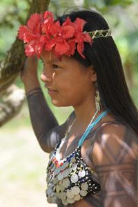 Jeune fille Embera romantique