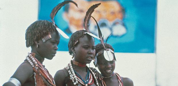 Trois jeunes beautés Hamer au poste militaire de turmi en 1986