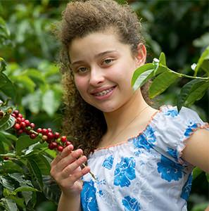 Pamela dans les caféiers au Costa Rica