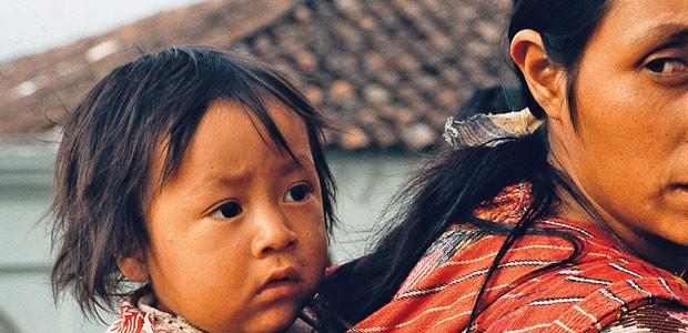 En ces temps de répression, la peur se lit sur le visage de cette maman.