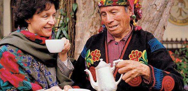 Mania déguste la café à Chichicastenango