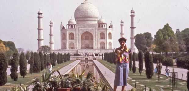Mania Dequidt devant le Taj Mahal en Inde