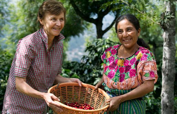 Sourires partagés entre Mania et Juanita