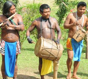 Les Indiens Embera jouent en notre honneur