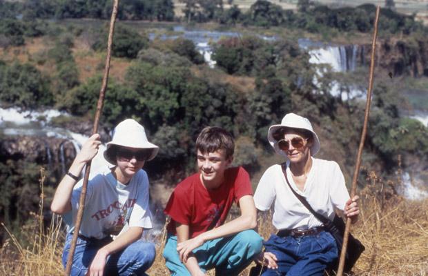 Cécile, François et Mania Dequidt près des chutes du Nil Bleu en décembre 1987