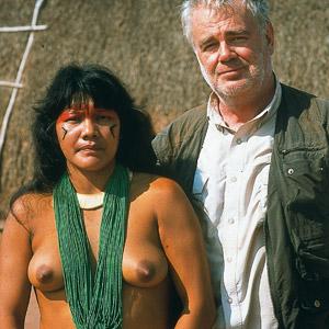 Paul et fille Kuikuro en Amazonie brésilienne