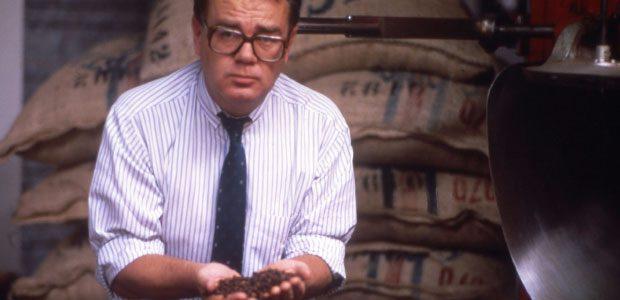 Paul Dequidt à la torréfaction du café en 1984