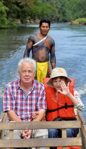 Paul et Mania embarquent pour le village des Indiens Embera