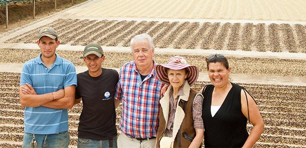 Paul et Mania Dequidt à la bénéficio de café Los Angeles de Dota au Costa Rica
