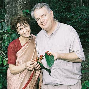 Paul et Mania Dequidt dans la plantation de café de Shanta Giry