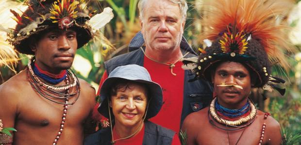 Paul et Mania Dequidt chez les Papous Huli en Papouasie Nouvelle-Guinée