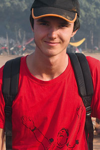 Raphaël et son t-shirt rouge en l'honneur de Pirakuma