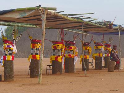 Les sept kuarups représentent les sept défunts de l'année