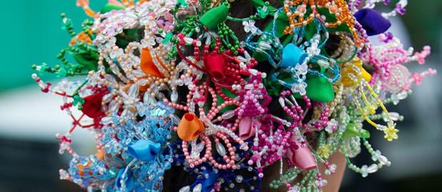Tembleque, coiffure traditionnelle qui symbolise la faune et la flore du Panama