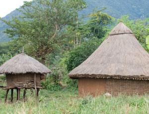 Hutte Maalé et son grenier à provisions