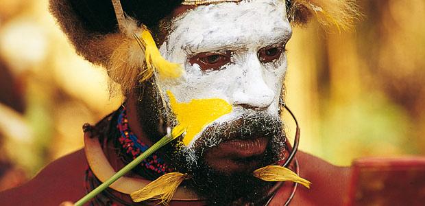 Papou Huli au maquillage
